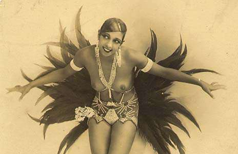 Josephine Baker in vol ornaat
